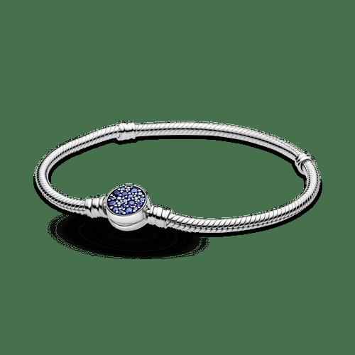 Brazalete cadena de serpiente Pandora Moments con broche de disco azul resplandeciente