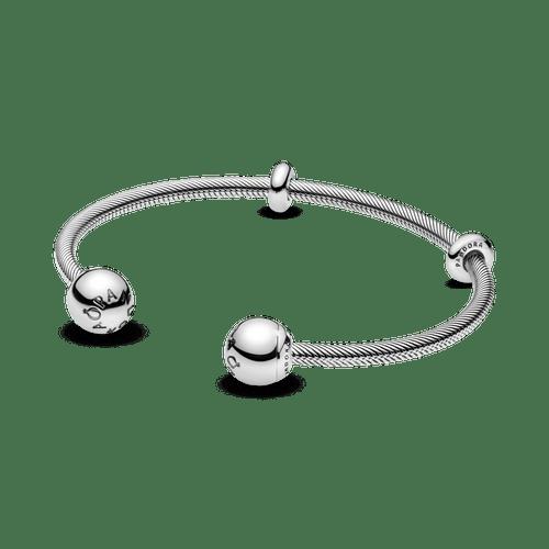 Brazalete abierto estilo cadena de serpiente de Pandora Moments