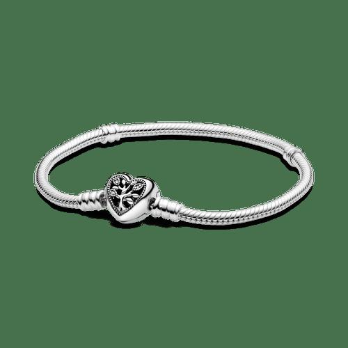 Brazalete cadena de serpiente Pandora Moments con broche de corazón decorado con el árbol de familia