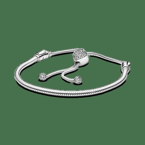 Brazalete deslizante de cadena de serpiente y broche en forma de corazón en Pavé de Pandora Moments.